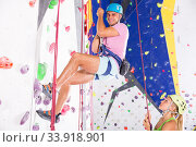 Купить «Сouple in climbing outfit training at gym», фото № 33918901, снято 7 июля 2020 г. (c) Яков Филимонов / Фотобанк Лори
