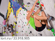 Купить «Young sporty woman training at bouldering gym without special climbing equipment», фото № 33918905, снято 7 июля 2020 г. (c) Яков Филимонов / Фотобанк Лори