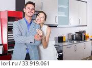 Купить «admiring family selecting kitchen furniture», фото № 33919061, снято 15 июня 2017 г. (c) Яков Филимонов / Фотобанк Лори