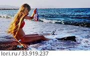 Купить «Beach vacation of girl sitting on sand beach in sea», видеоролик № 33919237, снято 24 мая 2020 г. (c) Gennadiy Poznyakov / Фотобанк Лори