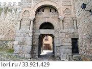 Toledo, Puerta Vieja de Bisagra, Puerta Antigua de Bisagra or Puerta de Alfonso VI moorish style, 10th century. Toledo province, Castilla-La Mancha, Spain. Стоковое фото, фотограф J M Barres / age Fotostock / Фотобанк Лори