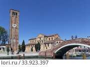 The Venetian-Byzantine church of Santa Maria e San Donato and its free standing bell tower. Murano, Province of Venice, Italy,. Стоковое фото, фотограф Ken Welsh / age Fotostock / Фотобанк Лори