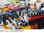 Купить «Vintage cameras and other goods on the street flea market», фото № 33928957, снято 3 апреля 2018 г. (c) Nataliia Zhekova / Фотобанк Лори