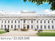 LONDON - AUGUST 19, 2017 - Queen Mary & King William Building at Old Royal Naval College Greenwich. National Maritime Museum. Редакционное фото, фотограф Nataliia Zhekova / Фотобанк Лори