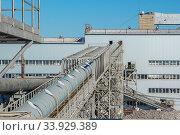 Купить «The production capacity of sugar factories. Industrial building plant for the production of sugar from sugar beet», фото № 33929389, снято 9 октября 2015 г. (c) Nataliia Zhekova / Фотобанк Лори