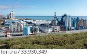 Top view of the chemical plant and the surrounding area. Стоковое видео, видеограф Яков Филимонов / Фотобанк Лори