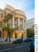 Купить «Колонны и балконы МПГУ», эксклюзивное фото № 33930677, снято 26 сентября 2014 г. (c) Наталья Федорова / Фотобанк Лори