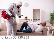 Young paramedic visiting old man at home. Стоковое фото, фотограф Elnur / Фотобанк Лори