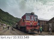 Highlands, former Province of Fianarantsoa, train FCE at a stop in a village between Fianarantsoa and Manakara. (2018 год). Редакционное фото, фотограф Josep Blanch Busom / age Fotostock / Фотобанк Лори
