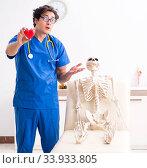 Funny doctor with skeleton in hospital. Стоковое фото, фотограф Elnur / Фотобанк Лори