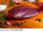Купить «Cooking pork liver with parsley and garlic on the table», фото № 33940285, снято 2 июля 2020 г. (c) Яков Филимонов / Фотобанк Лори