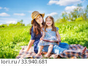 Mother and daughter reading book on green summer meadow. Стоковое фото, фотограф Sergey Borisov / Фотобанк Лори