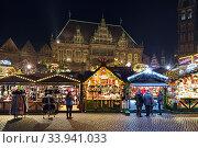 Рождественский базар на Рыночной площади Бремена, Германия (2018 год). Редакционное фото, фотограф Михаил Марковский / Фотобанк Лори