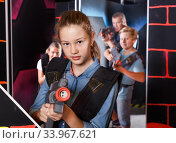 Teen girl with laser pistol on dark labyrinth. Стоковое фото, фотограф Яков Филимонов / Фотобанк Лори