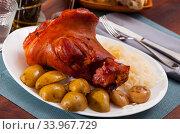 Купить «Plate of tasty baked pork knuckle», фото № 33967729, снято 10 июля 2020 г. (c) Яков Филимонов / Фотобанк Лори