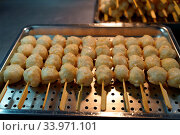 Купить «Fish ball, Tong Hua Night Market, Taipei», фото № 33971101, снято 19 декабря 2019 г. (c) age Fotostock / Фотобанк Лори