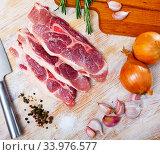 Купить «Raw pork's fillet shoulder with rosemary and garlic», фото № 33976577, снято 2 июля 2020 г. (c) Яков Филимонов / Фотобанк Лори