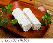 Купить «Goat milk cheese with herbs and garlic», фото № 33976669, снято 30 июня 2020 г. (c) Яков Филимонов / Фотобанк Лори