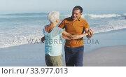 Senior Caucasian couple dancing at the beach. Стоковое видео, агентство Wavebreak Media / Фотобанк Лори
