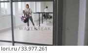 Купить «Caucasian female ballet dancer holding a sports bag», видеоролик № 33977261, снято 24 октября 2019 г. (c) Wavebreak Media / Фотобанк Лори