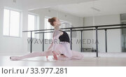 Купить «Caucasian female ballet dancer stretching up on the floor and preparing for dance class», видеоролик № 33977281, снято 24 октября 2019 г. (c) Wavebreak Media / Фотобанк Лори