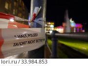 Berlin, Germany, barrier tape with the inscription - Do not enter crime scene - at Pariser Platz (2019 год). Редакционное фото, агентство Caro Photoagency / Фотобанк Лори