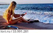 Купить «Beach vacation of girl sitting on sand beach in sea», видеоролик № 33991281, снято 25 мая 2020 г. (c) Gennadiy Poznyakov / Фотобанк Лори
