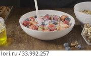 Купить «Process preparation of freshly dieting breakfast with granola fr», видеоролик № 33992257, снято 7 июля 2020 г. (c) Ярослав Данильченко / Фотобанк Лори