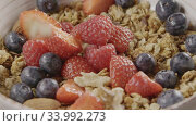 Купить «Cooking of healthy breakfast from falling granola, fresh organic», видеоролик № 33992273, снято 7 июля 2020 г. (c) Ярослав Данильченко / Фотобанк Лори