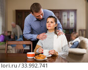 Man trying to apologize to offended wife. Стоковое фото, фотограф Яков Филимонов / Фотобанк Лори
