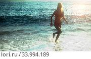 Купить «Slow motion woman jogging on water along beaches sea sand», видеоролик № 33994189, снято 13 июня 2020 г. (c) Gennadiy Poznyakov / Фотобанк Лори