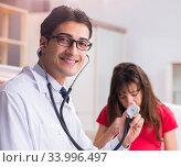 Купить «Pregnant woman patient visiting doctor for regular check-up», фото № 33996497, снято 10 ноября 2017 г. (c) Elnur / Фотобанк Лори