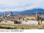 View towards the centre and centro storico, from Piazzale Michelangelo, Florence, Italy. Стоковое фото, фотограф Peter Erik Forsberg / age Fotostock / Фотобанк Лори