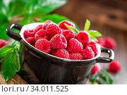Купить «Fresh raspberry with leaves», фото № 34011525, снято 7 июля 2020 г. (c) easy Fotostock / Фотобанк Лори