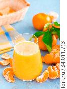 Купить «Tangerines, peeled tangerines and tangerine juice in glass. Mandarine juice and fresh fruits with leaves.», фото № 34011713, снято 6 июля 2020 г. (c) easy Fotostock / Фотобанк Лори
