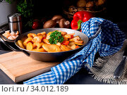 Купить «A delicious fried potato and shrimp pan», фото № 34012189, снято 15 июля 2020 г. (c) easy Fotostock / Фотобанк Лори