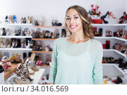 Portrait of smiling shopper in shoes store. Стоковое фото, фотограф Яков Филимонов / Фотобанк Лори