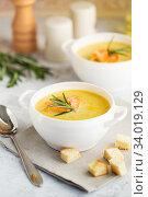 Купить «Fish cream soup with Salmon, cheese, Potatoes and herbs», фото № 34019129, снято 4 марта 2019 г. (c) Nataliia Zhekova / Фотобанк Лори