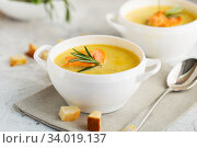 Купить «Fish cream soup with Salmon, cheese, Potatoes and herbs», фото № 34019137, снято 4 марта 2019 г. (c) Nataliia Zhekova / Фотобанк Лори