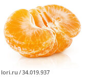 Half of tangerine or orange citrus fruit isolated on white. Стоковое фото, фотограф Роман Самохин / Фотобанк Лори
