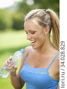 Woman drinking water. Стоковое фото, фотограф Imageproduction Int. / easy Fotostock / Фотобанк Лори
