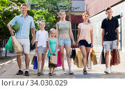 Man and woman with four kids walking and holding shopping bags. Стоковое фото, фотограф Яков Филимонов / Фотобанк Лори