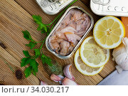 Tuna belly slices in oil in tin can with greens and lemon. Стоковое фото, фотограф Яков Филимонов / Фотобанк Лори