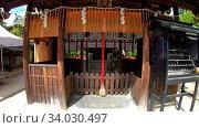 Купить «The bell and offering box at the entrance to Massha Hachiman Shrine on the territory of Shikichi-jinja Shrine. Kyoto. Japan», видеоролик № 34030497, снято 7 июня 2020 г. (c) Serg Zastavkin / Фотобанк Лори