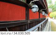 Купить «Traditional white paper lightings (chochin) along the roof of Kitano Tenmangu shrine. Kyoto. Japan», видеоролик № 34030505, снято 8 июня 2020 г. (c) Serg Zastavkin / Фотобанк Лори