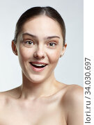 Headshot of emotional female face portrait with wonder facial expression. Стоковое фото, фотограф Serg Zastavkin / Фотобанк Лори
