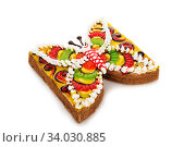 Купить «marmalade cake decorated with cream icing isolated on white background», фото № 34030885, снято 6 апреля 2017 г. (c) Nataliia Zhekova / Фотобанк Лори
