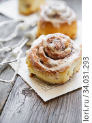 Cinabon rolls with cream cheese and cream, chocolate and almond nuts on wooden background. Стоковое фото, фотограф Nataliia Zhekova / Фотобанк Лори