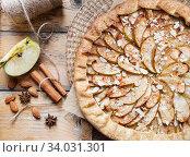 apple biscuit pie with cinnamon and almonds. Стоковое фото, фотограф Nataliia Zhekova / Фотобанк Лори
