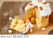Easter composition. Easter cake on a rustic wooden background. Стоковое фото, фотограф Nataliia Zhekova / Фотобанк Лори